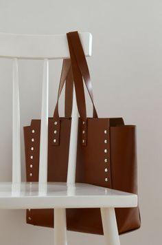 187fa1e281e43 Bolso de las mujeres minimalista y sencillo por craftagaccessories Bolsos  De Cuero