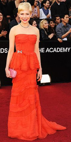 Best Actress nominee Michelle Williams is already a winner in her vintage-feeling peplum Louis Vuitton frock, accessorized with a light pink Bottega Veneta clutch, 30-carat Fred Leighton for Forevermark choker and 19th-century Fred Leighton bow brooch at her waist.