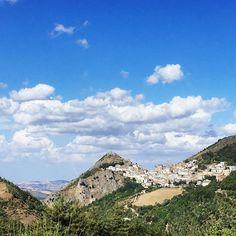 Sul cucuzzolo della montagna ...    #sanfele #cascatedisanfele #basilicata #basilicataturistica #basilicatadascoprire #igersbasilicata #basilicata_love #potenza #igpotenza #ig_basilicata #igersbasilicata #sky #skyporn #skyline #skyview #skylover #bluesky #clouds #cloud #cloudstagram #town #littletown #mountain #travel #traveller #amazing #amazingday
