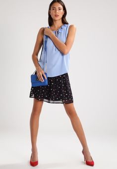¡Cómpralo ya!. mint&berry Blusa forever blue. mint&berry Blusa forever blue Ofertas   | Material exterior: 100% poliéster | Ofertas ¡Haz tu pedido   y disfruta de gastos de enví-o gratuitos! , blusas, blusa, blusón, blusones, blouses, blouse, smock, blouson, peasanttop, blusen, blusas, chemisiers, bluse. Blusas  de mujer color azul claro de Mint&berry.