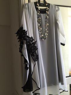 Loose outfit for summer Pakistani Formal Dresses, Pakistani Dress Design, Indian Dresses, Stylish Dresses For Girls, Stylish Dress Designs, Simple Dresses, Tunic Designs, Kurta Designs, Abaya Fashion