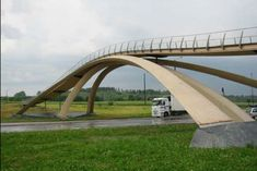 A pedestrian bridge made from glulam timber in Norway | Timber Queensland