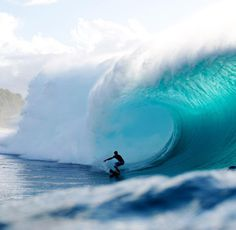 ~ Thiago Camarao, setting up for an amazing barrel at Pipeline ~ the color pinned with Bazaart Water Waves, Ocean Waves, Surf City, Big Waves, Beautiful World, Beautiful Places, Vacation Spots, Strand, Winter