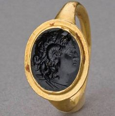 И даже перстень с Лисимахом - тоже Александр. Hellenistic Gold Ring with Onyx Intaglio BC - of deified Alexander the Great wearing Horn of Ammon