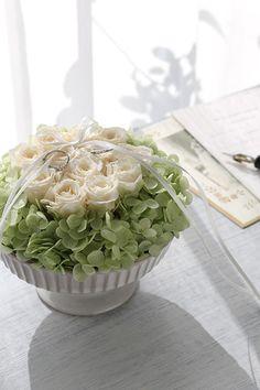ダーズンローズのリングピロー ピンク】12本のバラにはそれぞれ意味があり、「感謝・誠実・幸福・信頼・希望・愛情・情熱・真実・尊敬・栄光・ 努力・永遠」を象徴しています。  Ring pillow, Dozen rose,  White http://www.fleuriste-glycine.jp/