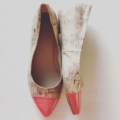 """KENNETH COLE Flats  These Kenneth Cole Reaction """"In The Jeans"""" cork/pink flats are great for your first Spring outfit! Minimal wear (see soles pictured) and well kept. Reasonable offers accepted. Kenneth Cole Reaction Shoes Flats & Loafers"""