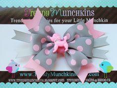 Caniche Pinwheel pelo arco gris y Rosa lunares por TrendyMunchkins