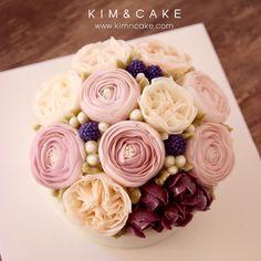"253 Likes, 9 Comments - Butter cream flower cake&class (@kimncake) on Instagram: ""#bakingclass#buttercream#cake#baking#수제케이크#weddingcake#버터크림케이크#꽃#flowers#buttercake#플라워케이크#wedding#버터크림플라워케이크#specialcake#birthdaycake#flower#장미#rose#디저트#케이크#cupcake#dessert#food#beautiful#부케#bouquet#instacake#꽃스타그램#flowercake#peony@yoon2222222"""