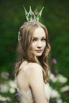 Earwen... She is mother to Galadriel, Finrod, Aegnor, Angrod...