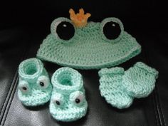 Crochet Pattern - Baby Froggie Set - Frog Hat, booties and mittens by SewTown on Etsy
