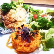 Ofenkartoffel-Käsesoufflé mit Salat