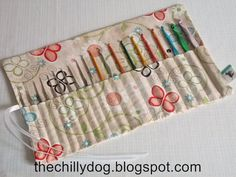 Roll-Up Crochet Hook Case - Spring Butterflies and Buttons Diy Crochet Hook Case, Crochet Hooks, Crochet Needles, Knit Crochet, Easy Sewing Projects, Sewing Crafts, Drawstring Bag Tutorials, Knitting Needle Case, Sewing Patterns