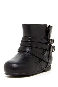 Kenzie Girl boots - we GOT THESE ADORABLE LITTLE JEWELS TOO!!!  Baby ChristmasSnow is already super stylish