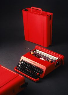 images portable typewriters 1969-1970 | Ettore Sottsass: portable typewriter Valentine, 1969 for Olivetti ...