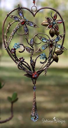 Yard Art Butterfly Wind Chimes New Ideas Yard Art Butterfly Wind Chimes Neue Ideen Dragonfly Decor, Dragonfly Jewelry, Beaded Dragonfly, Wire Wrapped Jewelry, Wire Jewelry, Butterfly Wind Chime, Wire Trees, Wire Weaving, Wire Crafts