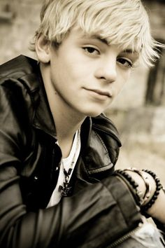 Ross Lynch, amazing. Not as amazing as Andrew Garfield, but he's 16(maybe 17) and Andrew is 29 so I have a better chance with him hehe