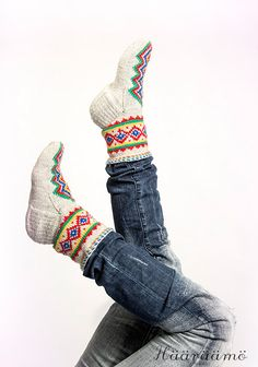 Knitted Slippers, Slipper Socks, Textiles, We Wear, Knitting Socks, Handicraft, Mittens, Knit Crochet, Casual Outfits