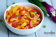 Paprika-Salat mit süßen Mini-Paprikas und würzigem Honig-Senf-Dressing. Eine perfekte Beilage zu stark gegrilltem Fleisch.