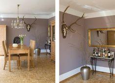 esszimmer-wandfarbe-taupe - esstisch aus massivholz und dekoration