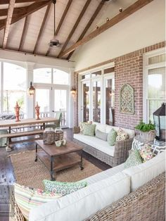 The concept of a screened porch, an outdoor space that has a fixed roof and is enclosed in flywire seems like a no-brainer for our lifestyle in Australia.