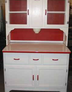 Hoosier cabinet with coffee grinder. I love hoosiers, I have one in my kitchen. Red And White Kitchen, Red Kitchen, Kitchen Cupboards, Vintage Kitchen, Kitchen Decor, Camper Kitchen, Kitchen Stuff, Vintage Decor, Vintage Furniture