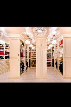 Grand closet!! OMG!