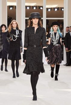 The Fall-winter 2016/17 Ready-to-wear show on the CHANEL official website