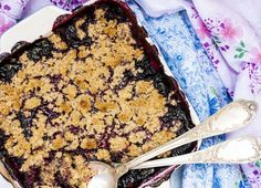 Sweet: Blueberry Crisp from Our 50 Essential Brunch Recipes for 2016 Blueberry Crisp, Blueberry Crumble, Brunch Recipes, Gourmet Recipes, Dessert Recipes, Brunch Ideas, Dessert Ideas, Dump Cake Recipes, Cookie Recipes
