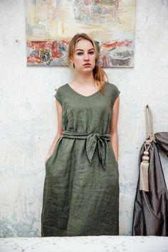 OldWallLinen - for your daily linen settings to be encouraged.  A simple linen tunic for everyday wear.  Details: - 100% Lithuanian linen; - medium weight linen; - handmade by OldWallLinen; - the dress has two comfortable side pockets; - care: machine wash gentle.  Feel the simplicity of linen!  Please do not hesitate to contact me in convo in case you have any individual needs about our products.  Thank you for visiting!  A GENERAL SIZE CHART (body measurements):  SIZE XXS Bust: 80cm/31...