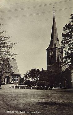 Riethoven, OmschrijvingDorpsplein met rechts de kerk, links het gemeentehuis Putte-Stevens, J. v.d. (uitgever) - 1957 - 1967 Eindhoven, Big Ben, Tower, History, Building, Painting, Travel, Nostalgia, Rook