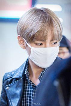 BTS V. I love when he wears masks because they accentuate his gorgeous eyes Daegu, K Pop, Bts Mask, Seokjin, Namjoon, All Bts Members, My Sun And Stars, Kim Taehyung, Taehyung Gucci