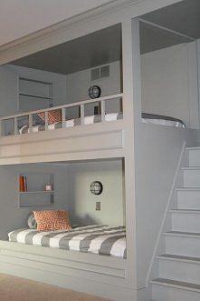 łóżka piętrowe są genialne! a to wejście jest świetne! ;) na Wnętrza - Zszywka.pl