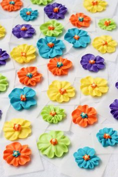 How to Make a Simple Royal Icing Primrose Video - Joanna Fleming - Frosting Flowers, Royal Icing Flowers, Icing Frosting, Fondant Flowers, Flower Icing Tips, Cake Decorating Techniques, Cake Decorating Tutorials, Cookie Decorating, Decorating With Royal Icing