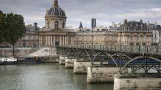 Pont des Arts  The Pont des Arts is another hot spot for lovers. The pedestrian bridge sits over the Seine River. It offers a picturesque view of Île de la Cité, and street musicians help create a wonderful, romantic vibe.