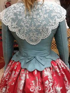 Back view of collar and jacket. Vintage Dresses, Vintage Outfits, Vintage Fashion, Historical Costume, Historical Clothing, Harajuku Fashion, Fashion Outfits, 18th Century Costume, Victorian Costume