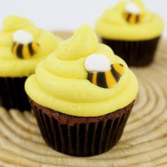 Bumble Bee Cupcakes!  These are so simple and cute for birthdays, showers, or the 4th of July!     http://www.layercakeshop.com/blogs/the-daily-mixer/7991491-bumble-bee-cupcakes
