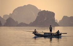Bahía de Halong, Vietnam The Places Youll Go, Places To Visit, Beautiful World, Beautiful Places, Vietnam, Asia Continent, Somewhere Over, So Little Time, Continents
