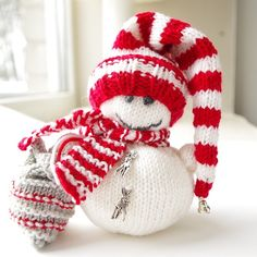 25 Free Knitting Patterns For Christmas Stockings Knit Christmas Ornaments, Knitted Christmas Stockings, Christmas Crafts, Xmas, Snowman Ornaments, Felt Christmas, Christmas Balls, Christmas Knitting Patterns, Knitting Patterns Free