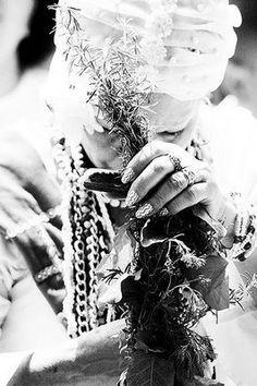 Umbanda é arte, caridade, humildade, fazer o bem ao proximo sem esperar nada em troca, sem cobrar na hora ou futuramente. Umbanda é amor!