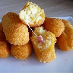 Crocchette di patate con cuore filante di mozzarella e prosciutto