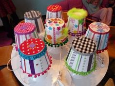 Lampjes versieren met stofjes en lintjes. www.hieperdepiep-feest.nl