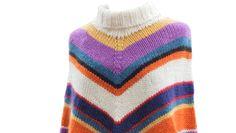 Den stribede poncho holder dig dejlig varm, og passer perfekt til hverdagsoutfittet