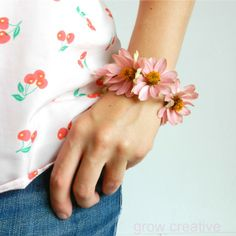 Grow Creative: Fresh Flower Wrist Corsage