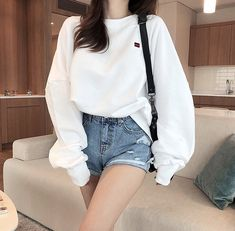 Korean Fashion Trends you can Steal – Designer Fashion Tips Korean Girl Fashion, Korean Fashion Trends, Korean Street Fashion, Ulzzang Fashion, Cute Fashion, Airport Fashion, Fashion Fashion, Trendy Fashion, Fashion Ideas