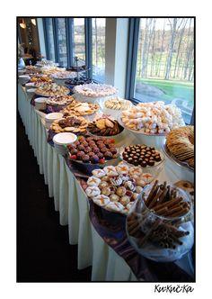Cookie table great favor idea my wedding свадьба Cookie Table Wedding, Sweet Table Wedding, Cookie Wedding Favors, Wedding Desserts, Wedding Menu, Wedding Ideas, Dessert Buffet, Dessert Bars, Dessert Plates