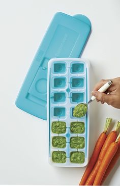 how to get ice cubesout of tray