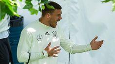 Die DFB-Elf übt für die EM: Podolski liebt, der Käpt'n hofft, Kroos cool