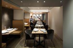 ■ bis tris - ビストリス   イタリアンレストラン http://bistris-aoyama.com / 設計・デザイン:wacca architects / 施工:株式会社スパークス / グラフィック:POMPETTE / グリーンコーディネート:江田俊子 / 写真:Kenta Hasegawa   OFP