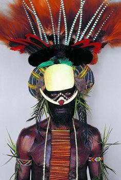 Melpa-tribesman-Papua-New-Guinea.jpg 441×656 pixels. Wow that is an incredible head dress..