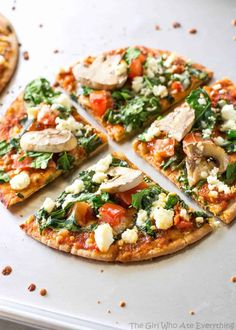 These Spinach and Feta Pita Pizzas are a great appetizer or even filling enough for a meal. Only 350 calories per pizza so you don't have to feel guilty about anything. With the New Year comes new resolutions and ALL of the healt Healthy Pita Recipes, Healthy Pizza, Healthy Cooking, Vegetarian Recipes, Healthy Eating, Cooking Recipes, Pizza Recipes, Skillet Recipes, Cooking Tools
